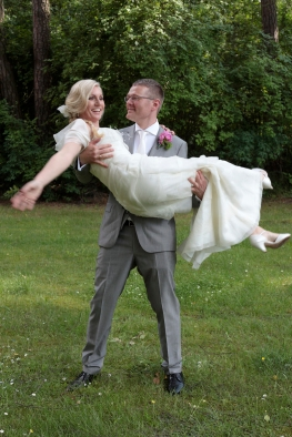 Die Braut auf Händen tragen ...