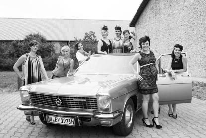 Fotoshooting Junggesellinnenabschied mit Oldtimer in Berlin
