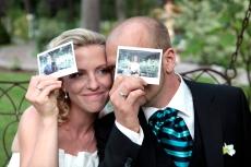 Auf Wunsch fotografiere ich das Brautpaar oder die Gäste auch mit der Polaroidkamera