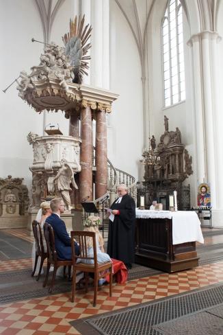 Hochzeit in der Kirche am Alexanderplatz in Berlin