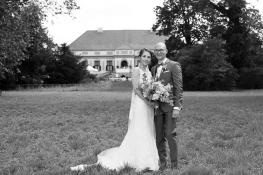 Brautpaar vor dem Schloss Caputh