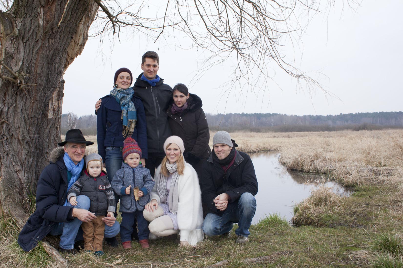 Familienfoto im Winter in Berlin-Lübars