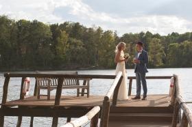 Hochzeitspaar am Wasser in Werder