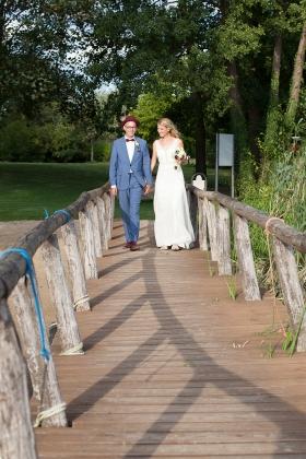 Brautpaar auf dem Steg in Werder